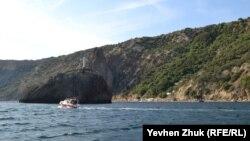 Скала Святого явления и Яшмовый пляж