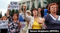 Участники митинга против результатов выборов мэра Кишинева, иллюстрационное фото