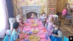 Copiii nu au mai sărbătorit împreună de la începutul pandemiei.