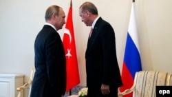 این نخستین سفر خارجی رئیس جمهور ترکیه پس از کودتای نافرجام تعدادی از نظامیان این کشور علیه دولت او به شمار میرود.