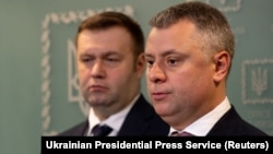 Ukrainian Energy Minister Oleksiy Orzhel (left) and Yuriy Vitrenko, executive director of Naftogaz, attend a news conference in Kyiv on December 21.
