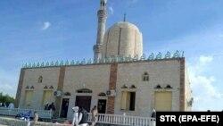 Мечеть у єгипетському місті Бір-аль-Абд, на яку напали бойовики, 24 листопада 2017 року