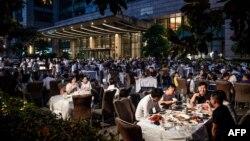 Puni restorani u Wuhanu, 19 maj 2020.