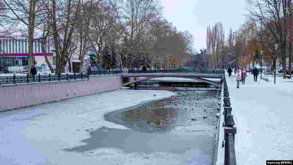 Річка Салгир у Сімферополі під крижаним покривом