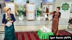 Население Туркменистана голосует на выборах. Ашхабад, 25 марта 2018 года.