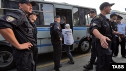 Russia -- Police officers detain a man during protest against Russian anti-sanctions and banning of anonymous access to public Wi-Fi, St, Petersburg, August 11, 2014