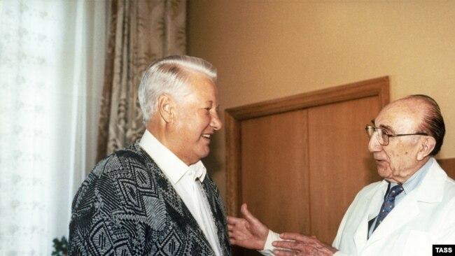 Борис Ельцин и американский кардиолог Майкл Дебейки. 1986 год