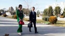 Aşgabatda studentlerden Täze ýyl eşikleri üçin 1200 manatdan pul ýygnalýar
