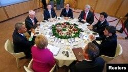 Жеті елдің және Еуропа Кеңесі мен Еуропа Одағының басшылары. Брюссель, 4 маусым 2014 жыл.