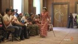 مانکنهای کم توان جسمی در تاجیکستان از لباسهای تاجیکی رونمایی کردند