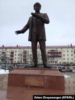 Мағжан Жұмабаев ескерткіші. Петропавл, 22 наурыз 2014 жыл.