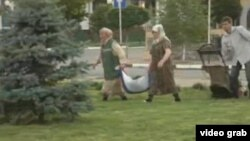 The women explained that normally grass cuttings are transported in special bags, not the Russian flag.