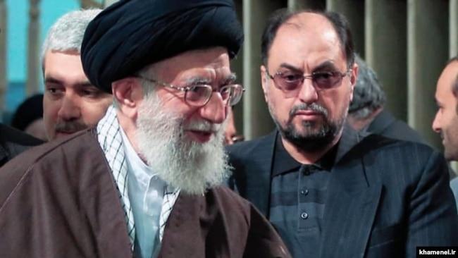 وحید حقانیان در کنار علی خامنهای رهبر جمهوری اسلامی