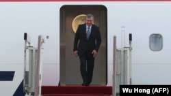 Uzbek President Shavkat Mirziyoev arrives at Qingdao for the SCO summit.