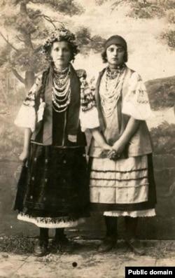 Українки-подружки. Єнакієво, 1924 рік