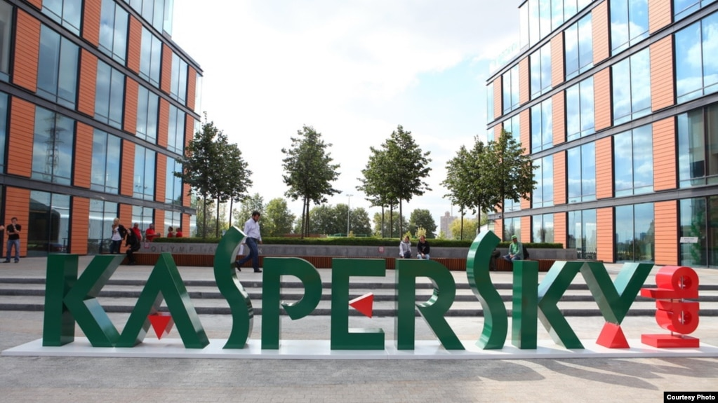 Kaspersky Lab chief Eugene Kaspersky says he is willing to allow U.S. officials to examine his firm's source codes.