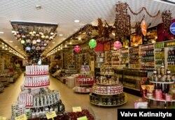 Полубезлюдные сегодня магазины турецкой Анталии