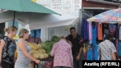 Казанда базардагы мигрантлар эшләрен элеккечә дәвам итә