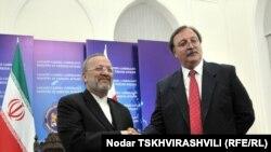 Günrcüstanın Xarici İşlər naziri Qriqori Vaşadze və iranlı həmkarı Manuçöhr Mottaki, Tbilisi, 3 noyabr 2010