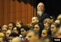 Протоиерей Димитрий Смирнов (стоит) на расширенном заседании коллегии Министерства юстиции России. Москва, февраль 2013 года