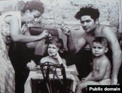 Василий Макух с женой и детьми