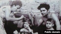 Василь Макух з дружиною і дітьми