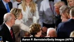 Хиллари Клинтон и Дональд Трамп во время банкета, посвященного инаугурации Трампа
