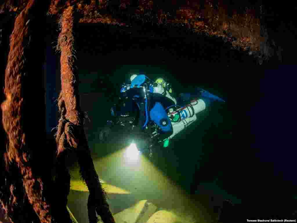 """На 30 септември група полски водолази обявиха, че са открили останките от """"Карлсруе"""" край полското крайбрежие."""