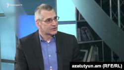 Վերլուծաբան Ռիչարդ Կիրակոսյանը հարցազրույց է տալիս «Ազատությանը», արխիվ