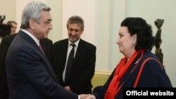 Президент Армении Серж Саргсян и оперная певица Монсеррат Кабалье, Ереван, 8 июня 2013 г.