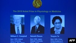 Нобель сыйылыгынын жаңы лауреаттары (солдон оңго) Уильям Кэмпбелл, Сатоси Омура жана Юю Ту.