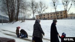 Чехиядағы босқын салафи әйелдер. Вышни Лхоты. 1 ақпан 2009 жыл. (Көрнекі сурет).