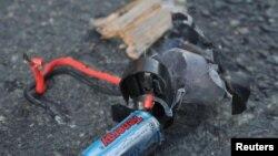 Фрагмент предположительно взрывного устройства, использованного во время Бостонского марафона. 16 апреля 2013 года.