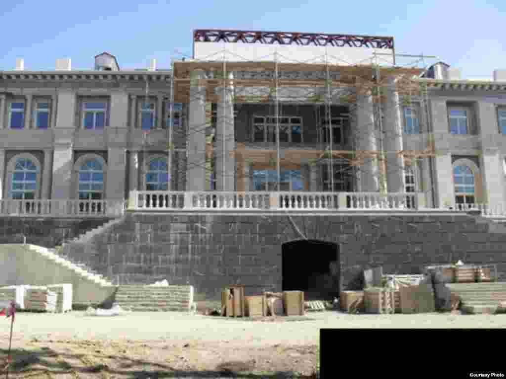 Фотографії ймовірного «палацу Путіна» у Прасковеївці на Чорному морі