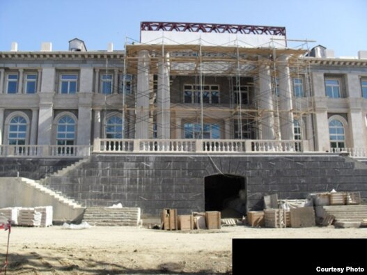 Предполагаемый 'дворец Путина' в Прасковеевке