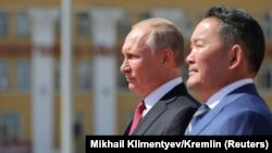 Russian President Vladimir Putin (left) and Mongolian President Khaltmaagiin Battulga in Ulan Bator on Mongolia on September 3.