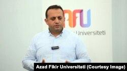 Zöhrab İsmayıl, iqtisadi ekspert