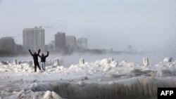 Брили льоду на узбережжі в Чикаго, штат Іллінойс