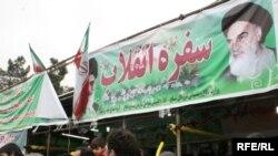 Иран Ислам Республиксы бул күнү 1979-жылкы шахтык бийликтин кулатылыш урматына киргизилген улуттук майрам - Революция күнүн белгилейт.