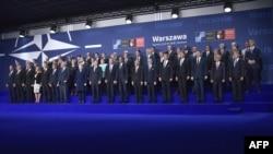 НАТО саммитине чогулган лидерлер. Варшава, 8-июль, 2016-жыл.