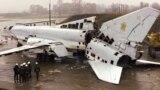 Розрізаний стратегічний бомбардувальник Ту-22 на військовому аеродромі біля Полтави, 12 листопада 2002 року. Літак знищено в рамках відмови України від ядерної зброї, що було обумовлено Будапештським меморандумом, підписаним у 1994 році