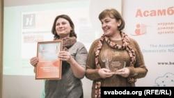 Тамара Мацкевіч (справа)