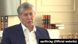 Бывший президент Кыргызстана Алмазбек Атамбаев дает интервью телеканалу «Апрель».