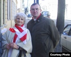 Юрась Сьцяпанаў і Алена Залеская, былая стaршыня абласной арганізацыі АГП (памерла ў 2010 годзе)