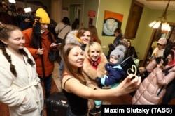 Российские туристы, вернувшиеся из Китая 5 февраля