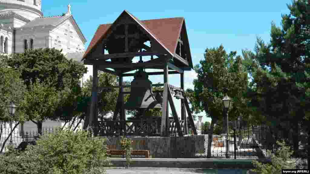Большой колокол у Свято-Владимирского собора, который используется во время торжественных богослужений