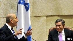 گوردون براون، نخست وزیر بریتانیا در کنار اهود اولمرت، نخست وزیر اسرائیل. (عکس: EPA)