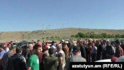 Работники завода «Араратцемент» требуют повышения зарплаты, 17 мая 2018 г․