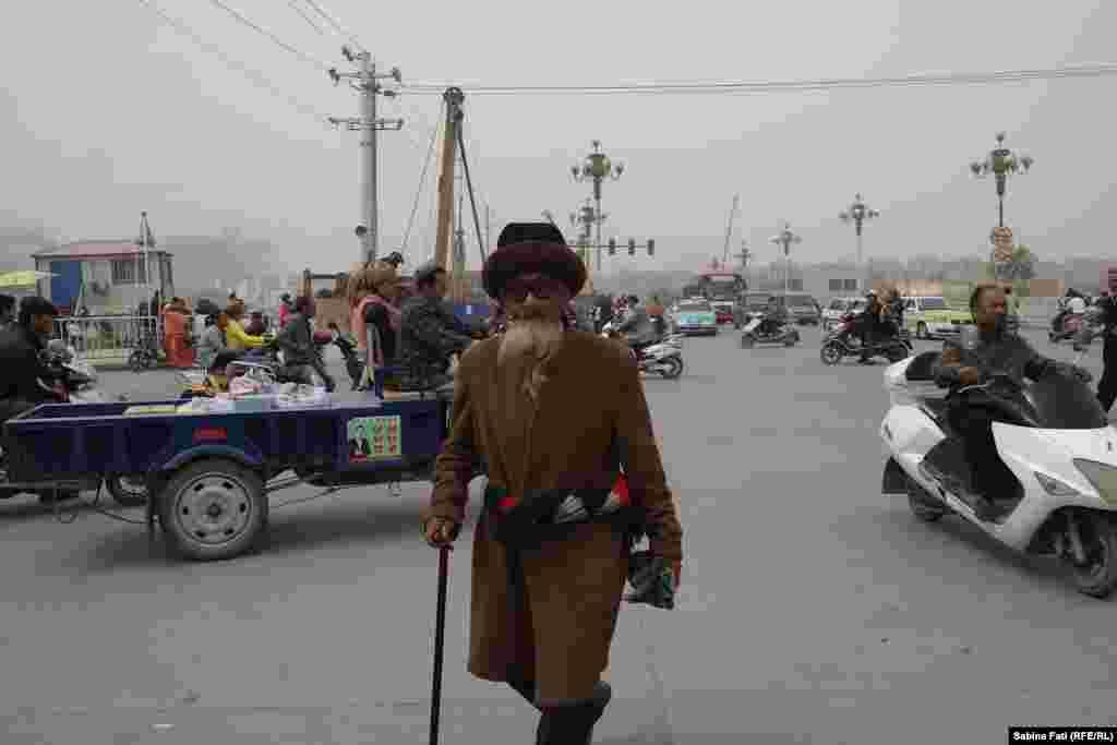 Bazarul de duminică de la Kașgar, China