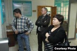 В ходе суда над газетой «Уральская неделя» и ее журналистом Лукпаном Ахмедьяровым. Уральск, 23 апреля 2012 года.